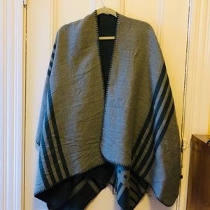 BB DAKOTA Women Poncho OS Wrap Charcoal Reversible